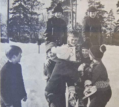 Sorrilan koululla ratkottiin luokkien väliset hiihto- ja luistelumestaruudet.