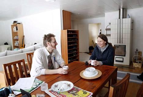 Joonas ja Anni Pohjala muuttivat Nakkilaan viime vuoden loppupuolella. Anni Pohjala on kotoisin Lappeenrannasta, Joonas Pohjala Harjavallasta.
