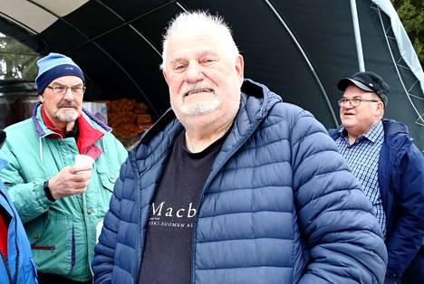 –Jämsässä parasta ovat ihmiset. Olen asunut Jämsässä 53 vuotta, mutta olen aina karjalainen, Tarvikekeskuksen pihassa tuttujen kanssa kuulumisia vaihtanut Martti Misukka kertoi.