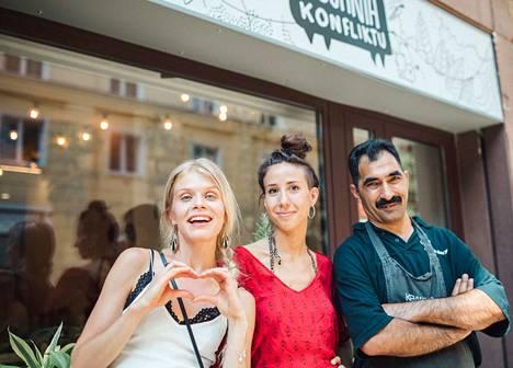Alina idässä -sarjan uusi tuotantokausi alkaa Varsovasta, jossa vieraillaan pakolaisten pitämässä ravintolassa.