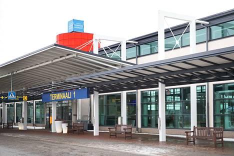 Patria kouluttaa lentäjiä Pirkkalan lentoasemalla.