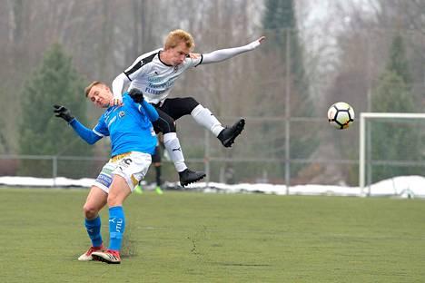 FC Hakan Jami Kyöstilä ravasi, riisti ja raatoi koko ottelun. Alakynteen jää tässä Henrik Ölander.