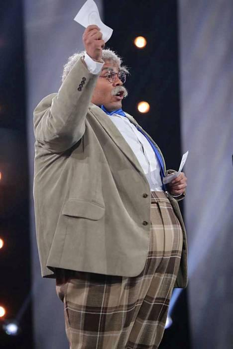 Pentti Olavi Liitikko tekee mitä tahansa pärjätäkseen vaaleissa.