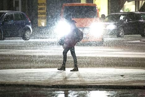 Lähipäivien keli pysyy Pirkanmaalla märkänä ja liukkaana, sillä lämpötila pysyttelee nollan tuntumassa. Taivaalta sataa vettä ja räntää.