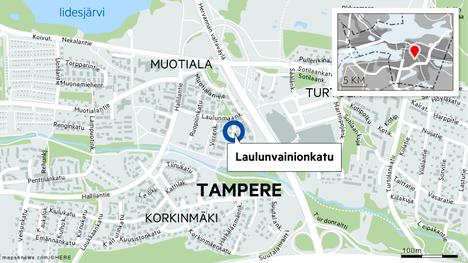 Poliisit herättivät huomiota Muotialassa Tampereella. Yksi henkilö on myöntänyt kasvattaneensa kannabista.