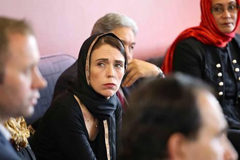 Uuden-Seelannin pääministeri Jacinda Ardern tapasi viikonloppuna Christchurchissa muslimiyhteisön jäseniä.
