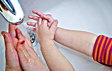 Käsihygienia on suositeltava ase norovirusta vastaan, ja tokihan sitä pidetään yleisestikin ottaen hyvänä tapana toimia.