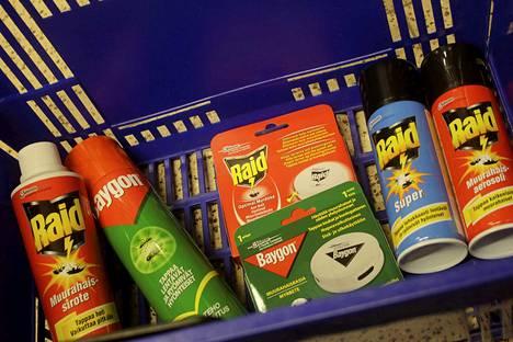 Kaupoissa on tarjolla monenlaisia myrkkyvaihtoehtoja muurahaisille.