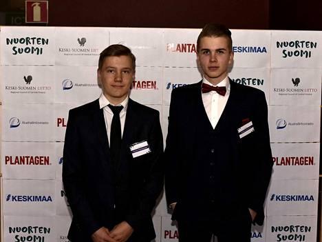 Elmeri Palokangas ja Valtteri Lahtinen saivat tsemppari-tunnustukset.