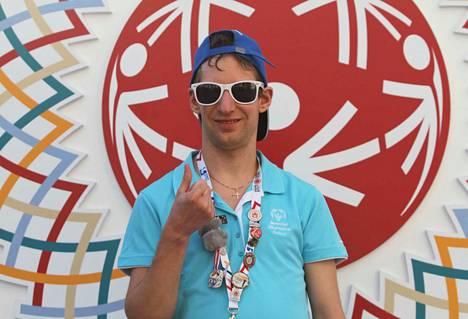 Nokialainen yleisurheilija Ville Pere otti hopeaa 3000 metrin juoksussa kehitysvammaisten Special Olympics -kesämaailmankisoissa.