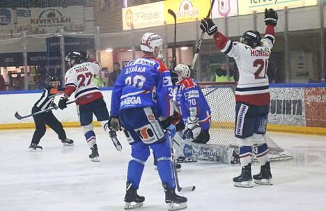 Ratkaisu toisessa jatkoerässä. Hermeksen Aleksi Nikko laukoi voitto-osuman Samuli Tervon selän taakse.