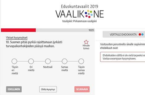 Valkeakosken Sanomien ja Alma Median yhteisessä vaalikoneessa on yhteensä 25 kysymystä, joihin ehdokkaat ovat saaneet vastata. Mukana on yleisten ja arvomaailmaa selvittävien kysymysten lisäksi myös paikallisia kysymyksiä. Vaalikone löytyy Valkeakosken Sanomien verkkosivujen etusivun yläpalkista.