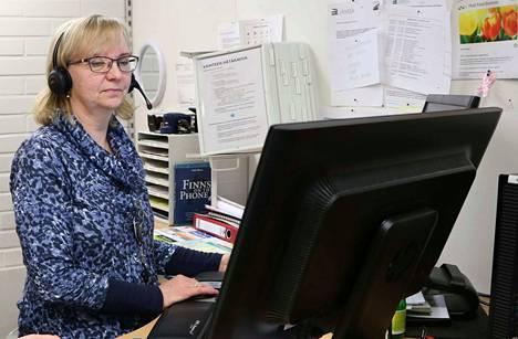 Jämsän kaupungin puhelinvaihteessa työskentelevällä Anna-Maija Ristaniemellä on eläkepäiviin aikaa muutama vuosi. Kaupungin toimistopalveluiden työntekijöistä jopa puolet on samassa tilanteessa.
