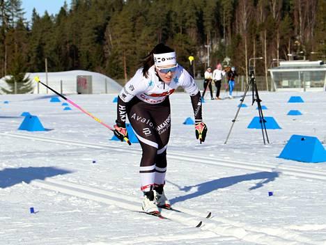 Sonja Leinamo ankkuroi Hakan viestin maaliin voittajana. Leinamo oli kärkivauhdissa jo aiemmin Puijolla nuorten SM-karkeloissa (kuva).