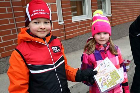 Matias Annala ja Vilma Manninen harjoittelivat sprinttisuunnistusta lauantaina JRV:n ja Gradia Jämsän urheiluvalmennuksen yhteisessä tapahtumassa.
