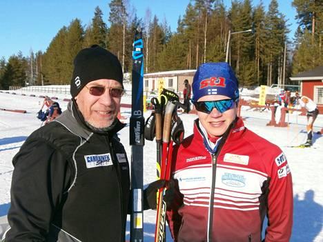 Isä ja poika. Huoltovastaava Markus Helander ja viikonlopun kaksinkertainen suomenmestari Eemil Helander.