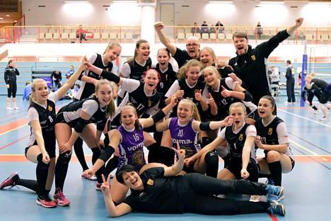 Ryhdin A-tyttöjen joukkue voitti välieräturnauksen Nurmossa puhtaalla pelillä ja eteni huhtikuun lopun mestaruustaistoihin. Myös seuran B-tytöt kamppailevat ikäluokkansa finaaleissa.