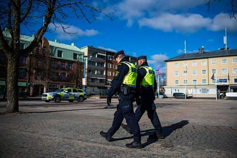 Poliisiviranomaiset partioivat Vetlandassa 4. maaliskuuta.