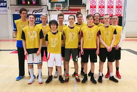Kalevan pojat (kuvassa) nappasivat koripalloturnauksen kultamitalit Pyynikillä, hopeaa saavutti Rellu ja pronssia Tampereen teknillinen lukio.