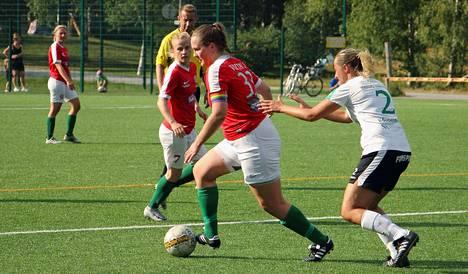 TPV:n Sofia Viitala (33) teki kaksi maalia Janina Vahalahden (2) RaiFun verkkoon Kakkosen edellisellä kierroksella, viime sunnuntaina Viitala avitti punapaitoja ÅIFK:n kaadossa yhden osuman verran.