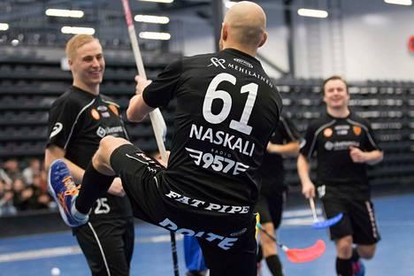 Antti Naskali keräsi tehot 2+1 voitokkaassa kotiottelussa Karhuja vastaan ja auttoi Kooveeta kipuamaan Divarin kuudennelle sijalle.