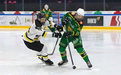 Valtteri Vuosjoen (34) Ilves ottaa mittaa Antti Myllyahon (33) Kärpistä B-poikien SM-sarjan tauon jälkeen lauantaina 22.2. Raksilassa. Joukkueiden edellinen kohtaaminen meni oululaisten nimiin 26.1. Hakametsässä maalein 4–1.