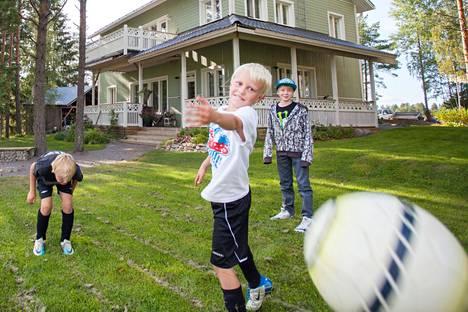 Valkeakoski on lapsiperheille hyvä paikka asua. Liikunta- ja kulttuuriharrastukset sekä kaikki terveyspalvelut ovat lähellä ja helposti saatavilla.