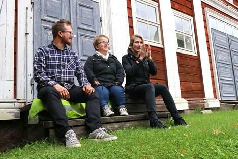 Hirsirakentaja Janne Aikonen, pintakäsittelijä-restauroija Paula Manninen ja arkkitehti Hanna Elo kokoavat perinnerakentajien verkostoa. Unelmana ja tavoitteena on tyyppitalo, jossa yhdistyvät koetellut rakenteet ja ekologiset materiaalit.