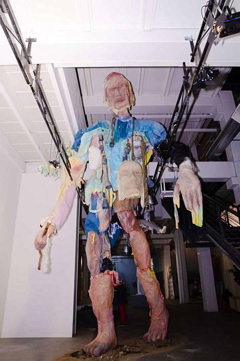 Paavo Paunun jättiläismäinen teos Normaalien maihinnousu oli esillä Mäntän kuvataideviikoilla.
