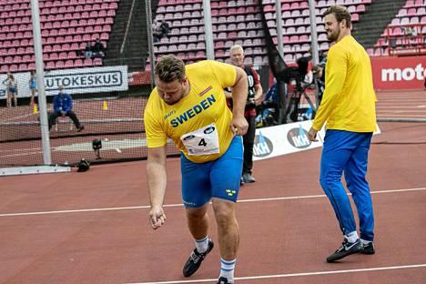 Daniel Ståhl oli ylivoimainen kiekonheitossa ja tuuletti voittoaan tähän tyyliin.