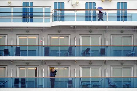 Diamond Princess -luksusristeilijän matkustajat ovat päässeet jaloittelemaan vain muutamaksi tunniksi kerrallaan.