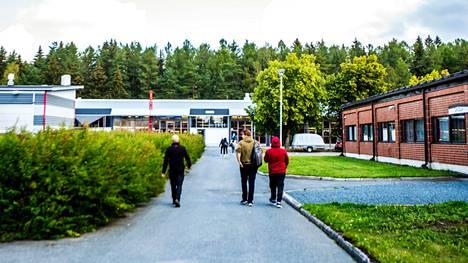 Oppivelvollisuus on laajennettu Suomessa 18 ikävuoteen. Ensimmäisenä uudistus koskee tänä keväänä peruskoulunsa päättäneitä, jotka aloittavat toisen asteen opinnot nyt syksyllä. Kuvituskuva Valkeakosken ammattiopistolta.