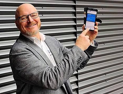 Sataman toiminta on ahdettuna nyt taskukoon työkaluksi. Satakunnnan ammattikorkeakoulun hankepäällikkö Heikki Koivisto esittelee kolmen vuoden kehitystyön tulosta.