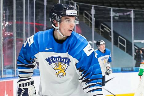 Ville Heinola pelasi erinomaiset U20 MM-kisat ja hänet valittiin turnauksen tähtikentälliseen. Se ei riittänyt vakuuttamaan Jetsin valmennusjohtoa.