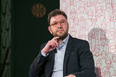 Työministeri Timo Harakka kertoo olevansa hämmästynyt siitä, että kaksi viikkoa lakon siirtämispäätöksen jälkeen tuli työministerille tästä toimesta arvostelua.