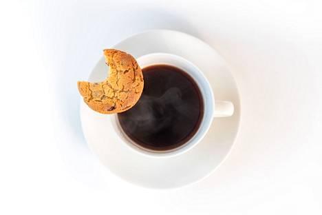 Kahvi suorastaan rakastaa suklaahippukeksiä.
