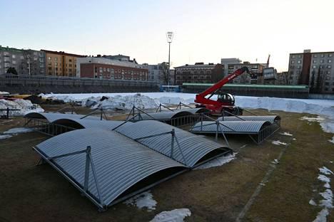 Stadionin kattorakenteet kuljetetaan Kauppiin myöhemmin.