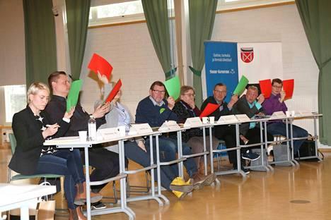 Jokainen Keuruun ja Multian ehdokas sai ääniä Keuruulta. Demarien Riitta Mäkinen, vasemmalla vaalipaneelikuvassa, sai Keuruulta kolmanneksi eniten ääni Lehtomäen ja Oksasen jälkeen.