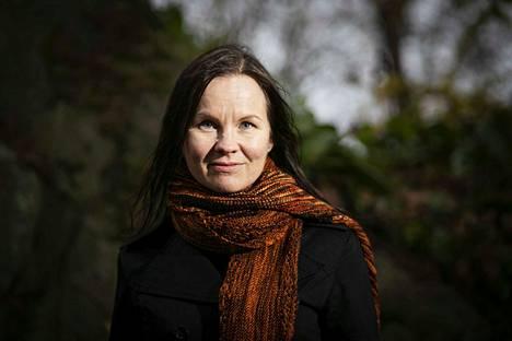 Marisha Rasi-Koskinen kertoo arvostavansa Tulenkantaja-palkintoa. –Arvostan henkilökohtaisesti palkinnon tähän mennessä saaneita kirjailijoita.