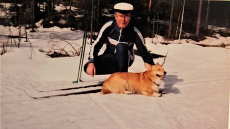 Jarmo Mäkinen toi toimituksen kuvan 1990-luvun vapusta, jolloin Hirvisuontiellä Nokialla pääsi vielä hiihtämään. Tarkka vuosi ei ole tiedossa.