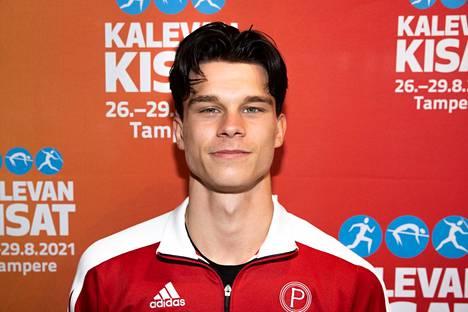 Daniel Kosonen on Suomen parhaita korkeushyppääjiä, hän voitti Kalevan kisoissa SM-kultaa tänä kesänä. Lentopalloa hän pelaa Pälkäneellä Suomen toiseksi korkeimmalla sarjatasolla ykkössarjassa.