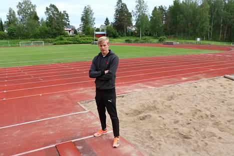 Tämä on pituushyppääjä Kristian Pullin valtakuntaa. Oikeastaan Kristian Pullin kotikenttä on Paunun urheilukenttä, mutta myös Oinaalan kenttä on tullut urheilijalle vuosien varrella tutuksi.