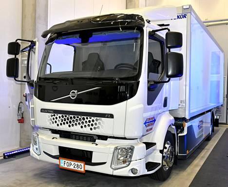 Suomen ensimmäisen sähkökuorma-auto Volvo FL Electricin luovutustilaisuudessa Vantaalla 27. elokuuta 2021.