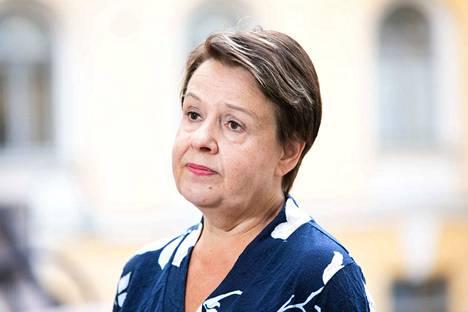 Sosiaali- ja terveysministeriön kansliapäällikkö Kirsi Varhila antaa tänään katsauksen Suomen koronavirustilanteesta alkaen kello 10.