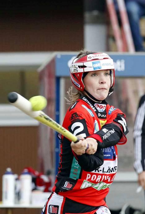 Toukokuussa Roosa Törmänen pääsi kolme kertaa myös Pesäkarhujen yhdeksikköön.