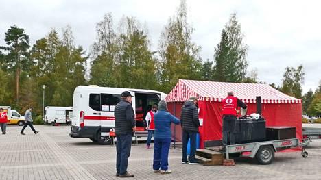 Nälkäpäivän kerääjät saivat paljon hyvää palautetta syksyn keräyksessä niin Mäntässä kuin Vilppulassa. SPR Vilppulan osasto juhlisti samalla 70-vuotista taivaltaan.