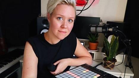Liina Turtonen tekee tällä hetkellä suurimman osan opetustyöstä verkossa.