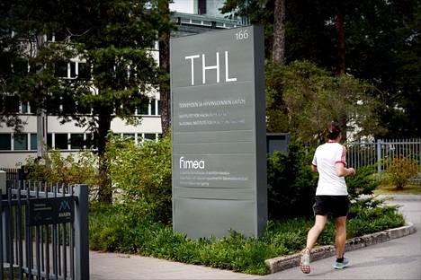 THL:n mukaan äärimmäisen raskaita fyysisiä suorituksia kannattaa välttää koronarokotuksen saamisen jälkeen.