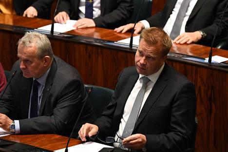 Puolustusministeri Antti Kaikkonen (kesk.) ei ole vieläkään tehnyt päätöstä siitä, hakeeko hän keskustan puheenjohtajaksi. – Juhannussaunaa ennen, hän totesi.