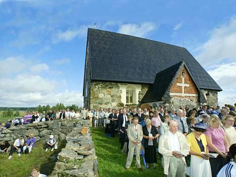 Tyrvään Pyhän Olavin kirkko on rakennettu vuosina 1506 - 1516. Se on tullut tunnetuksi tuhopoltosta vuonna 1997 ja sen jälkeisestä ponnistuksesta kunnostaa kirkko pitkälti talkoovoimin. Kirkon käyttöönoton messu pidettiin elokuussa 2003.